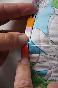 how to bind a quilt.. the blog also has a link to 7 steps to make a quilt.