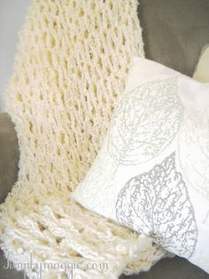 How To - Arm Knit a Blanket in One Hour | simplymaggie.com