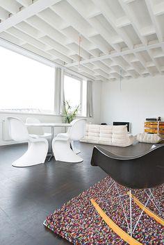 Binnenkijken in een dakloft vol licht van een architectenkoppel in Brussel / www.woonblog.be