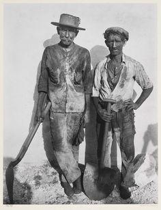 Walker Evans Dock Workers, Havana, Cuba 1932
