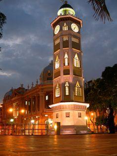 Torre del Reloj en el Malecón de Guayaquil (Ecuador)