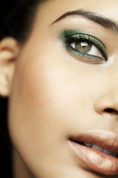 This makeup look has us green with envy…