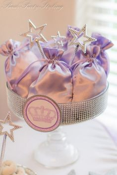 Para una fiesta princesas, unas bolsitas de satén para las invitadas! / For a princess party, satin bags for the guests!