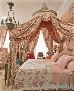 Interior design by Henri Samuel and Susan Gutfreund. Photograph by Alexandre Bailhache.