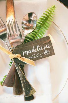 Ferns punch up a #rustic nametag | Brides.com
