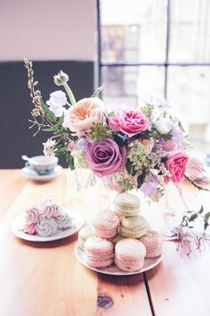 Vintage, pastel tea party ideas | Wedding cocktails | 100 Layer Cake
