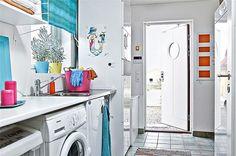 colorful-nordic-interior-house-washroom