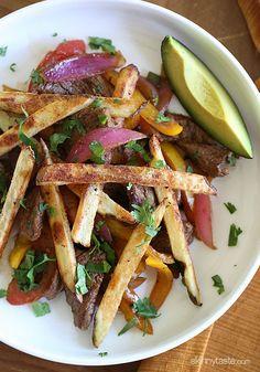 Lomo Saltado (Peruvian Beef Stir Fry) : healthier spin on a Peruvian classic stir-fry dish