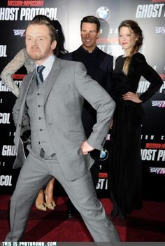 Simon Pegg: photobombing Tom Cruise- just one more reason I want to hump this man's leg!