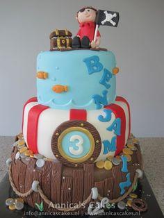 pirate cake/ piraten taart #pirateparty #piratethemedbirthday #littleboypiratecake