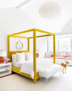 Cheery bedroom by Ch