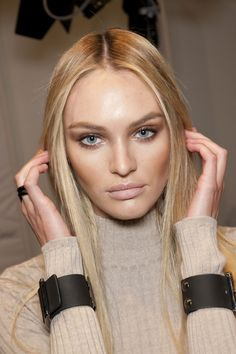 CHIC BLONDE | Candice Swanepoel