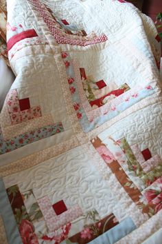 Willow Wisp Cottage:quilt log cabin and white, Fig Tree Pattern