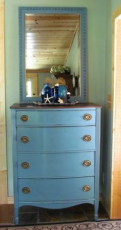 Love this and a good tutorial on using Annie Sloan chalk paint (not to be confused with chalkboard paint)