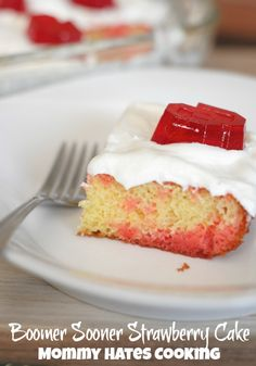 Boomer Sooner Strawberry Cake I Mommy Hates Cooking #TeamJellO #Shop