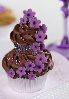 Mini cupcake on top of the large one, fab idea but without the mini wrapper on!