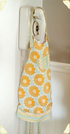 This is the apron! So easy!