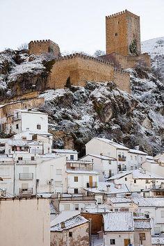 Nieve en el Castillo de la Yedra (Cazorla),  Andalucia  Spain. Colgado de un barranco...duerme mi pueblo blanco...