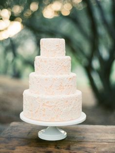 pretty #lace wedding cake