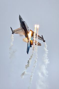 General Dynamics F-16 Falcon #aviation #aircraft #military #single #jet #fighter #usa