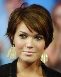 Short hairstyles for thick wavy hair and round faces