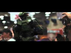 Nuevo vídeo de Halo 4   La grabación, difundida por 343 Industries, resume la presentación del videojuego en el Comic-Con de San Diego.    La compañía 343 Industries, encargada del desarrollo de Halo 4, ha dado a conocer un nuevo vídeo que resume la presentación de este nuevo título en la pasada edición del certamen Comic-Con de San Diego (EEUU).
