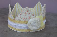 love the fabric crown.
