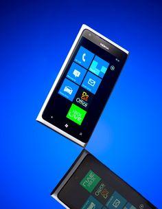 White Nokia Lumia 900. Gorgeous.