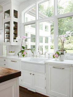 dream, white glass cabinets, cabinet in front window, kitchen windows, beauti, kitchen sinks, farmhouse sinks, farm sinks, white kitchens