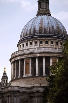 Scattered clouds over St Paul's Cathedral, #London 24°C | 75°F #BurberryWeather