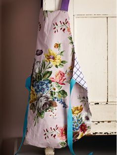 Loooove graphic floral with a plain checked back old shirts, craft projects, shirt apron, apron patterns, craft ideas, floral apron