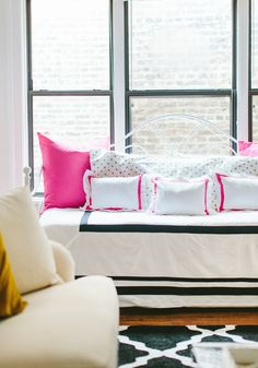 Fizz56 Dream Room Makeover: Winner's Home Tour #theeverygirl // #studio apartment // graphic rug // daybed // black gold white pink