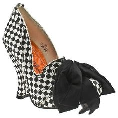 so Alice in Wonderland with a twist of punk. Love.