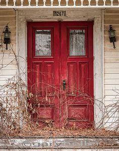 I love red doors!