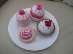 4 x hand knitted cakes/tarts -  food