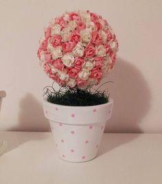 Peça decorativa para quarto de bebê menina.  É uma topiaria feita de mini rosas, em vasinho de barro pintado.   prazo de até 10 dias úteis para produção  o arranjo mede aproximadamente 25 cm altura R$ 38,00