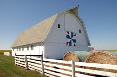Old dairy barn and quilt in Wellsburg, Iowa