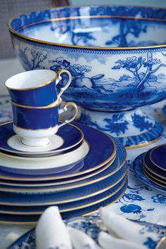 blue and white dishes,