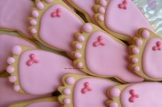 Baby feet cookies- Love these, perfect for a baby shower. You could do them in blue for a boy. Great idea!