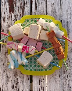 Serve up your marshmallows on these colored straws. color straw, skewer, dessert