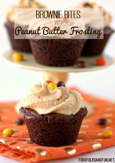 Get you #chocolateandpeanutbutter fix with these Brownie Bites with Peanut Butter Frosting