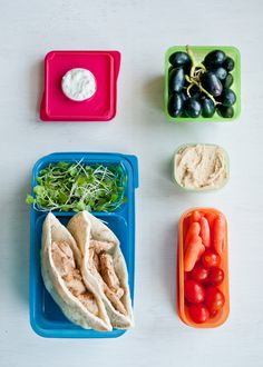 Lunch Box Menus: Chicken Gyros + Hummus. Click through for tons of healthy, fun, easy-to-put-together lunch ideas that your kids (and you!) will love.