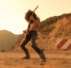 Slash - Don't Cry (Video)