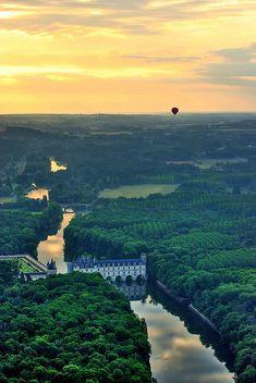 Aerial view of Château de Chenonceau, France (by Baloulumix) castl, de chenonceau, loire valley, france, travel, place, hot air balloons, château de, river