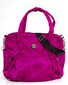 This would be a perfect carry-on flight bag! Love the vibrant color