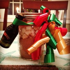 Hot chocolate and marshmallows with Baileys in a mason jar! Awesome and easy DIY Christmas gift! #DIY #Christmas #gifts #DIYgifts