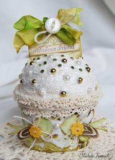 Tutorial to make this gorgeous paper cupcake