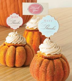 These pumpkins are so cute for a centerpiece or place card holder!