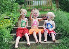 Voor de vaders met twee kinderen: Pa. Voor de vaders met 3 kinderen: Pa!, voor de vaders met 4 kinderen: papa. En nu wordt het leuk, voor de vaders met zes kinderen: I 'hartje' papa
