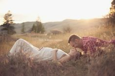 Inspiring Interview featuring Milk & Honey Photography at http://learnshootinspire.com/. #maternity #photography